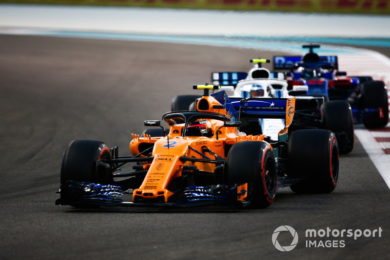 Stoffel Vandoorne, McLaren MCL33 leads Sergey Sirotkin, Williams FW41 and Brendon Hartley, Toro Rosso STR13