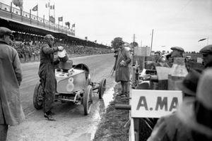 Clive Gallop (Aston Martin GP), arrêt au stand