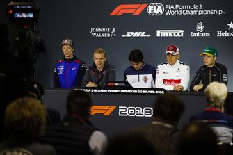 Brendon Hartley, Toro Rosso, Kevin Magnussen, Haas F1 Team, Lance Stroll, Williams Racing, Marcus Ericsson, Sauber, y Stoffel Vandoorne, McLaren, en la conferencia de prensa