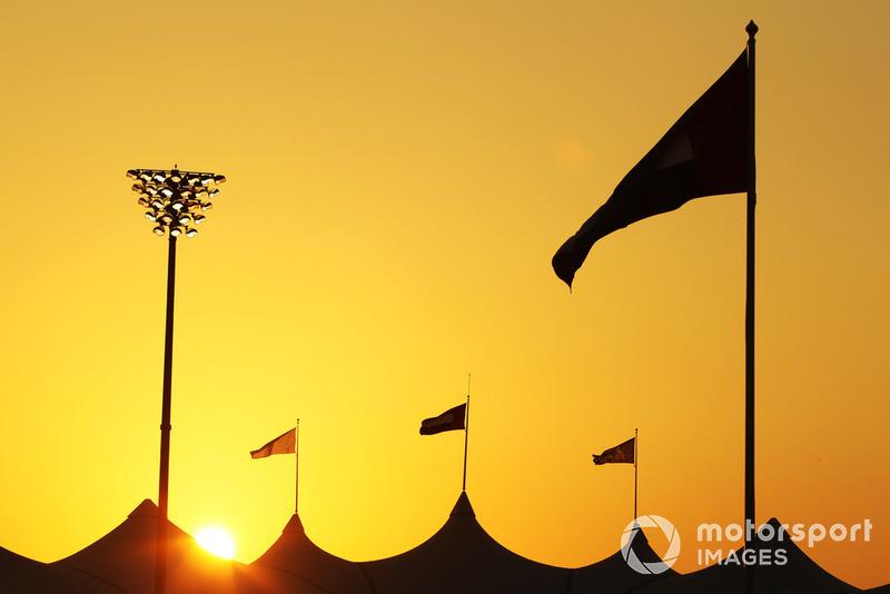 Cae el sol en Abu Dhabi