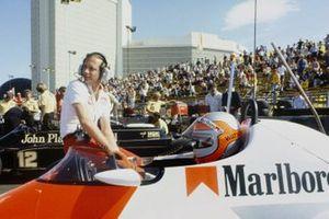Ron Dennis, John Watson, McLaren MP4/1-Ford