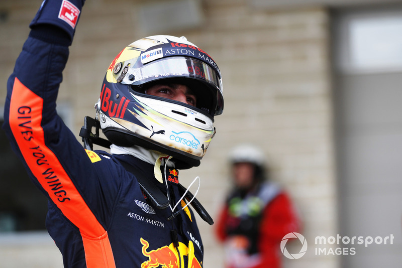 Daniel Ricciardo, Red Bull Racing, salue les fans