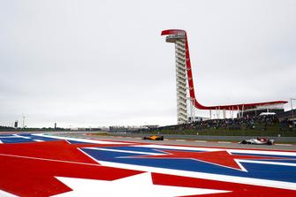 Stoffel Vandoorne, McLaren MCL33, Marcus Ericsson, Sauber C37