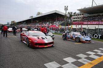 #84 Ferrari 488, Octane 126: Bjorn Grossman e #2 Ferrari 488, Rossocorsa: David Fumanelli, in griglia di partenza