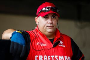 Erik Jones, Joe Gibbs Racing, Toyota Camry Craftsman crew member