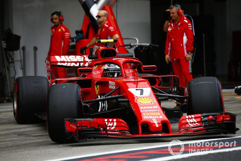 Kimi Raikkonen, Ferrari SF71H, lascia il garage