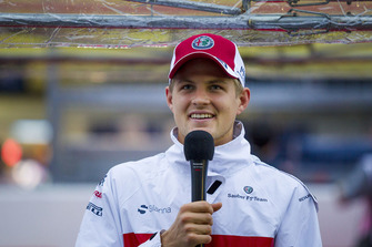 Marcus Ericsson, Sauber talks with the media