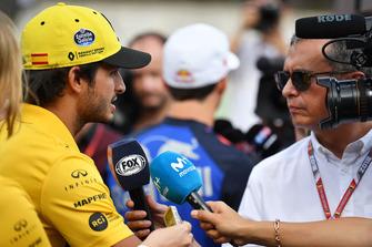 Carlos Sainz Jr., Renault Sport F1 Team talks with the media