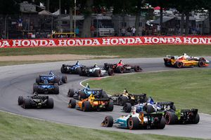 Arrancada Ryan Hunter-Reay, Andretti Autosport Honda, Josef Newgarden, Team Penske Chevrolet, Charlie Kimball, Carlin Chevrolet, Conor Daly, Harding Racing Chevrolet