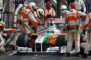 Adrian Sutil, Force India F1 VJM02 effettua un pit stop