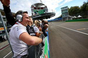Zespół Mercedesa świętuje zwycięstwo Lewisa Hamiltona, Mercedes AMG F1 W09