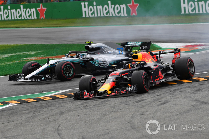Valtteri Bottas, Mercedes AMG F1 W09 y Max Verstappen, Red Bull Racing RB14