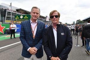 Sean Bratches, Formula One Managing Director, Commercial Operations en Danny Sullivan, FIA Steward, op de grid