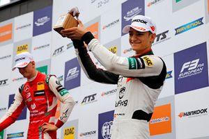 Podium: third place Alex Palou, Hitech Bullfrog GP Dallara F317 - Mercedes-Benz