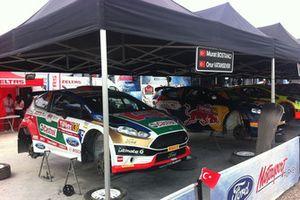 Castrol Ford Team Turkey garajı; Murat Bostancı, Onur Vatansever, Ford Fiesta R5 & Yağız Avcı, Ersan Alkır, Ford Fiesta R5