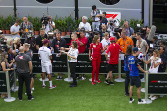 Kevin Magnussen, Haas F1 Team, Lewis Hamilton, Mercedes AMG F1 Kimi Raikkonen, Ferrari et Brendon Hartley, Scuderia Toro Rosso sont interviewés par les médias