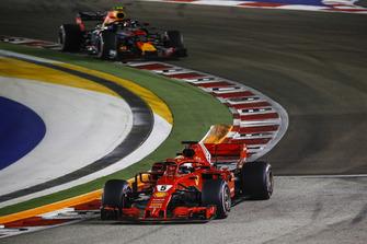 Sebastian Vettel, Ferrari SF71H en Max Verstappen, Red Bull Racing RB14