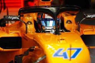 Lando Norris, McLaren MCL33, in de garage