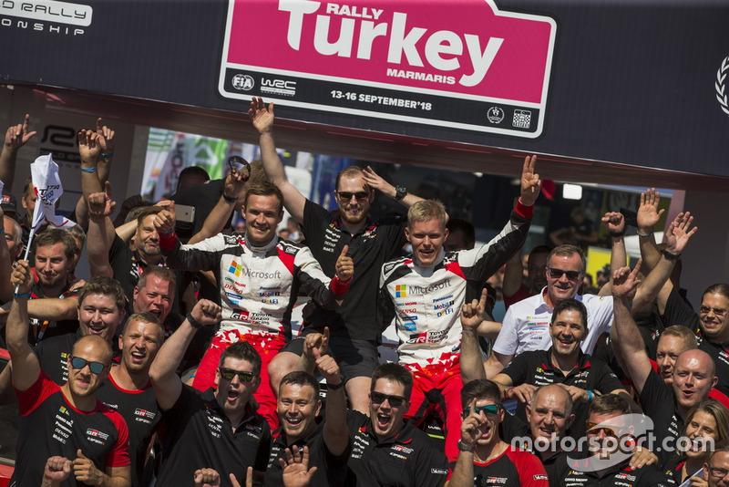Yarış galibi Ott Tänak, Martin Järveoja, Toyota Gazoo Racing WRT Toyota Yaris WRC takım ile