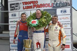 Podio: il secondo classificato Domenico Scola, Scuderia Vesuvio, il vincitore Omar Magliona, CST Sport, il terzo classificato Domenico Cubeda, Cubeda Corse