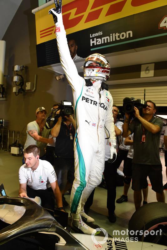 Lewis Hamilton 79. rajtelsősége a Forma-1-ben - F1 2018 - Szingapúri Nagydíj