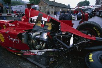 Машина Эдди Ирвайна, разбитая в стартовом завале