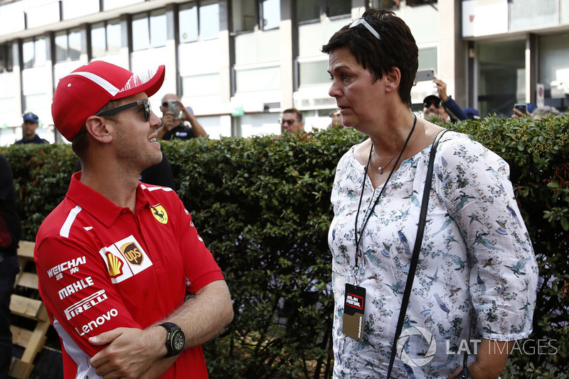 Гонщик Ferrari Себастьян Феттель и его мать Хайке Феттель