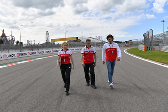 Antonio Giovinazzi, Sauber walks the track