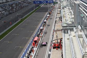 Esteban Ocon, Racing Point Force India VJM11 and Kimi Raikkonen, Ferrari SF71H in pit lane