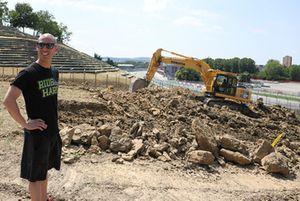 Marco Melandri dà il via ai lavori di costruzione della pista di motocross