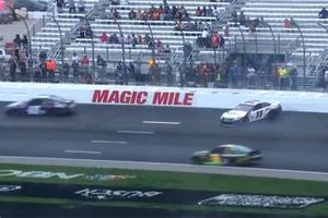 Denny Hamlin, Joe Gibbs Racing, Toyota Camry crashes at Turn 1