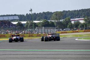Kimi Raikkonen, Alfa Romeo Racing C41, Sergio Perez, Red Bull Racing RB16B