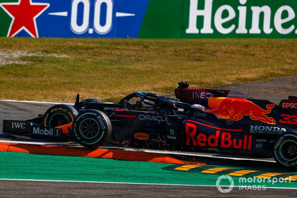 Choque de Lewis Hamilton, Mercedes W12, y Max Verstappen, Red Bull Racing RB16B