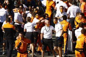 Het McLaren-team viert de overwinning in Parc Ferme