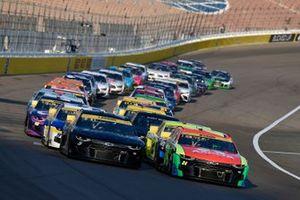 Restart: William Byron, Hendrick Motorsports, Chevrolet Camaro Axalta, Kyle Larson, Hendrick Motorsports, Chevrolet Camaro Tarlton and Son