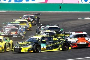 #4 Phoenix Racing Audi R8 LMS: Jusuf Owega, Patric Niederhauser spins