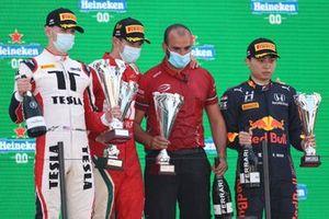 Podio: Ganador de la carrera Arthur Leclerc, Prema Racing, segundo lugar Logan Sargeant, Charouz Racing System, tercer lugar Ayumu Iwasa, Hitech Grand Prix