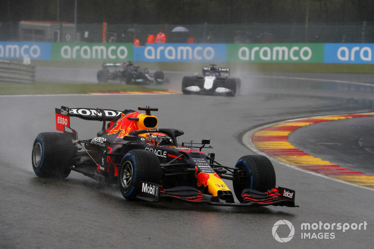 Max Verstappen, Red Bull Racing RB16B, George Russell, Williams FW43B, Lewis Hamilton, Mercedes W12