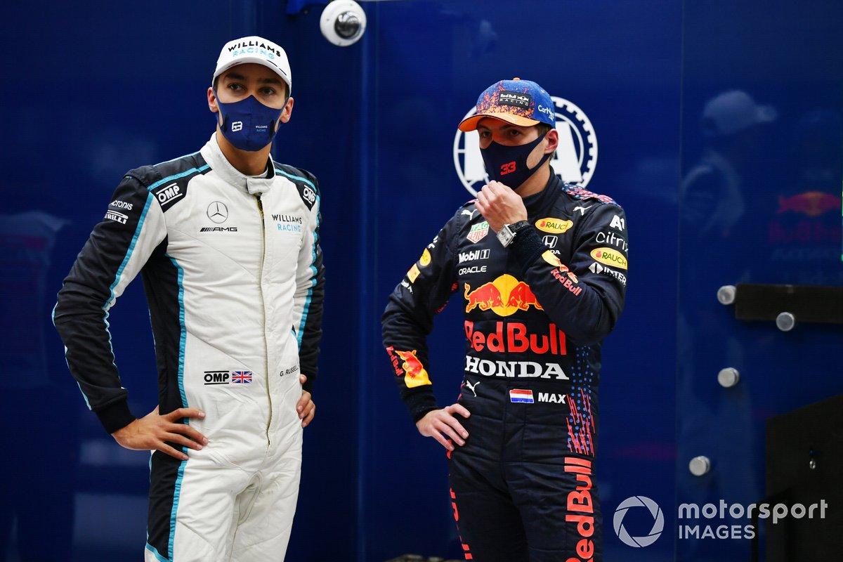 El segundo puesto George Russell, Williams, y el ganador de la pole Max Verstappen, Red Bull Racing en Parc Ferme