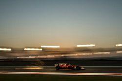 Kimi Raikkonen, Ferrari SF70H sparks