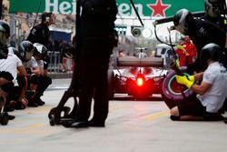 Valtteri Bottas, Mercedes AMG F1 W09, pit stop