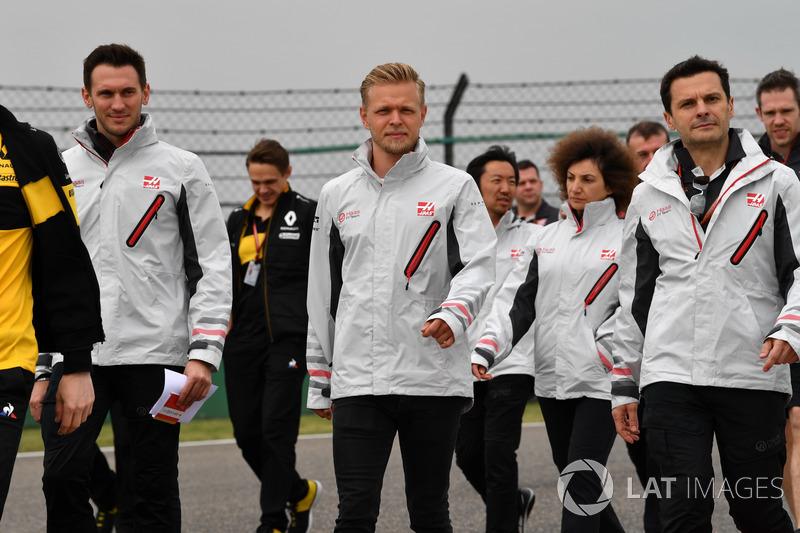 Kevin Magnussen, Haas F1 Team walks the track