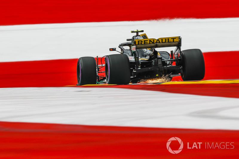 11. Carlos Sainz Jr., Renault Sport F1 Team R.S. 18 sparks