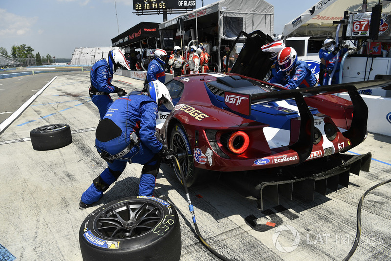 #67 Chip Ganassi Racing Ford GT, GTLM: Ryan Briscoe, Richard Westbrook, pit stop