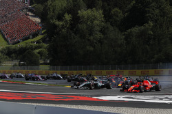 Lewis Hamilton, Mercedes-AMG F1 W09 and Kimi Raikkonen, Ferrari SF71H battle at the start of the race