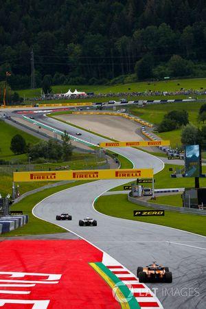 Pierre Gasly, Toro Rosso STR13., leads Sergey Sirotkin, Williams FW41, and Fernando Alonso, McLaren MCL33