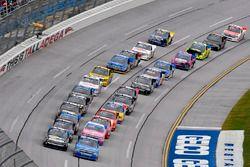 Stewart Friesen, Elaine Larsen Motorsports Chevrolet y Parker Kligerman, Henderson Motorsports Toyot