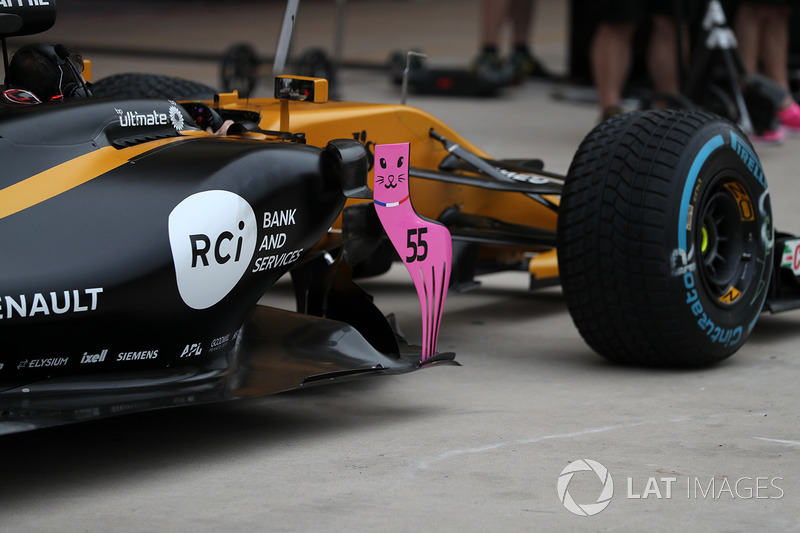 Renault Sport F1 Team RS17 barge board