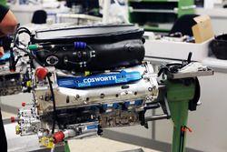 Un motore Cosworth alla fabbrica della Cosworth a Northampton