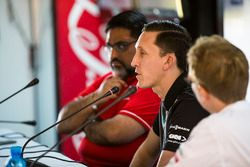Dilbagh Gill, CEO, Director del equipo Mahindra Racing, James Barclay, Director del equipo, Jaguar R
